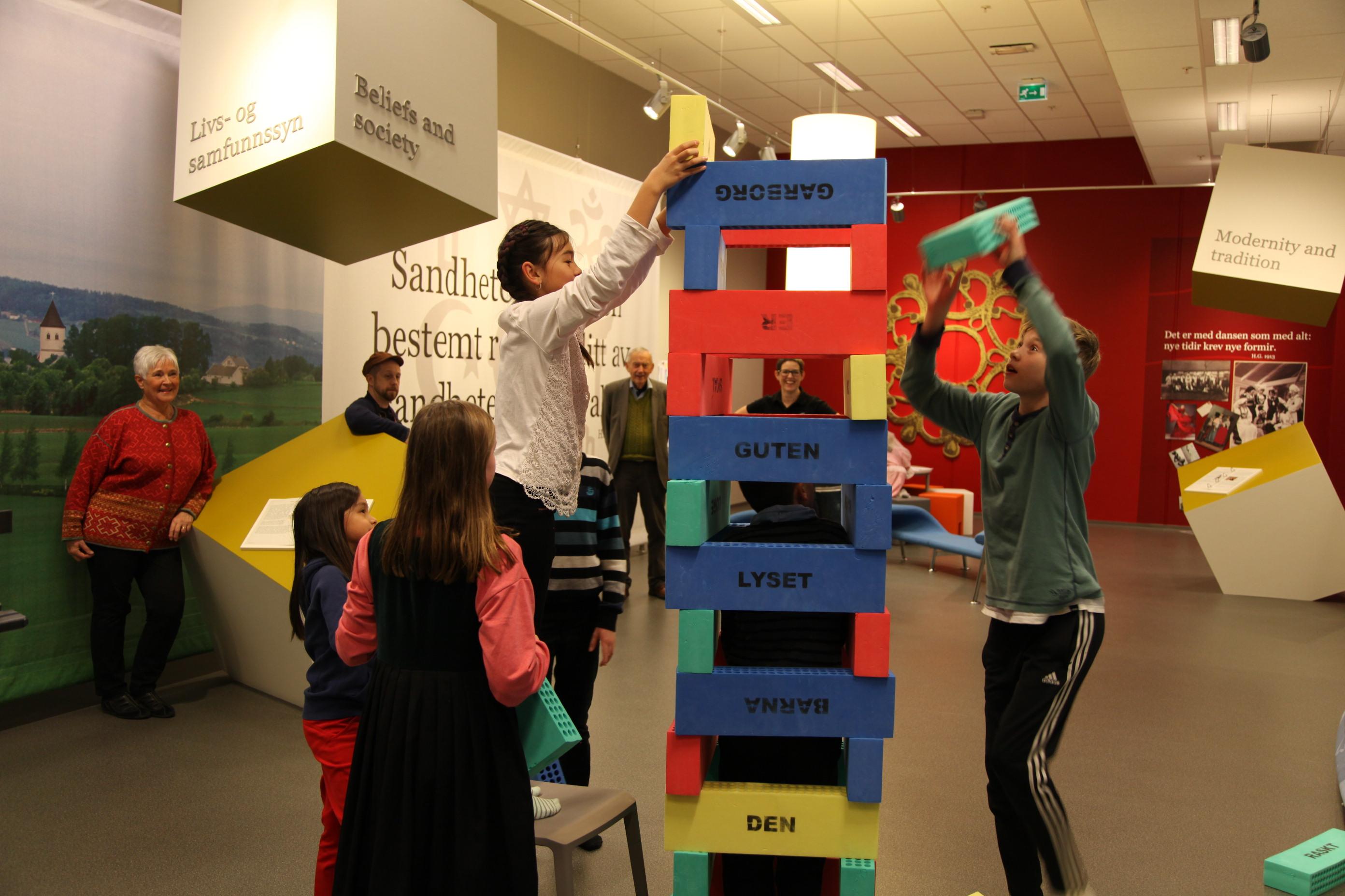 På Garborgsenteret kan du feira bursdag og la barna utforska utstillingane,.